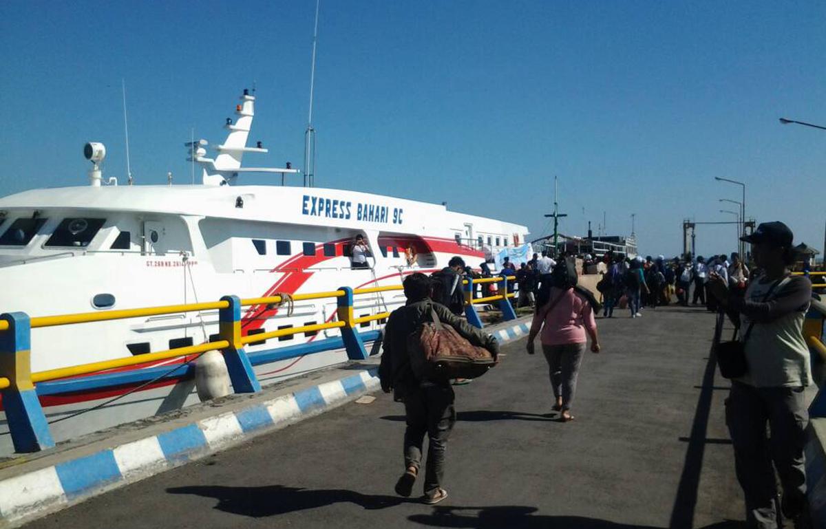 KM Express Bahari 9C Segera Sandar di Pelabuhan Kalianget