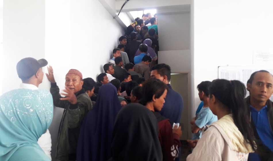 Ribuan Pelanggar Lalu Lintas Antre Ambil Barang Sitaan Tilang