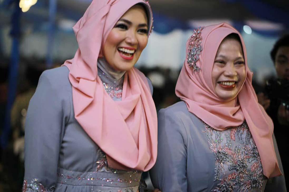 Mesranya Mantan dan Istri Bupati Sumenep, Netizen: Tak Cemburu?