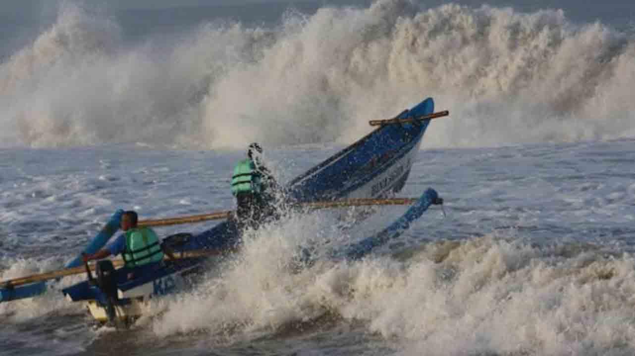 Puncak Angin Timuran, Ini Prakiraan Tinggi Gelombang di Perairan Masalembu dan Kangean