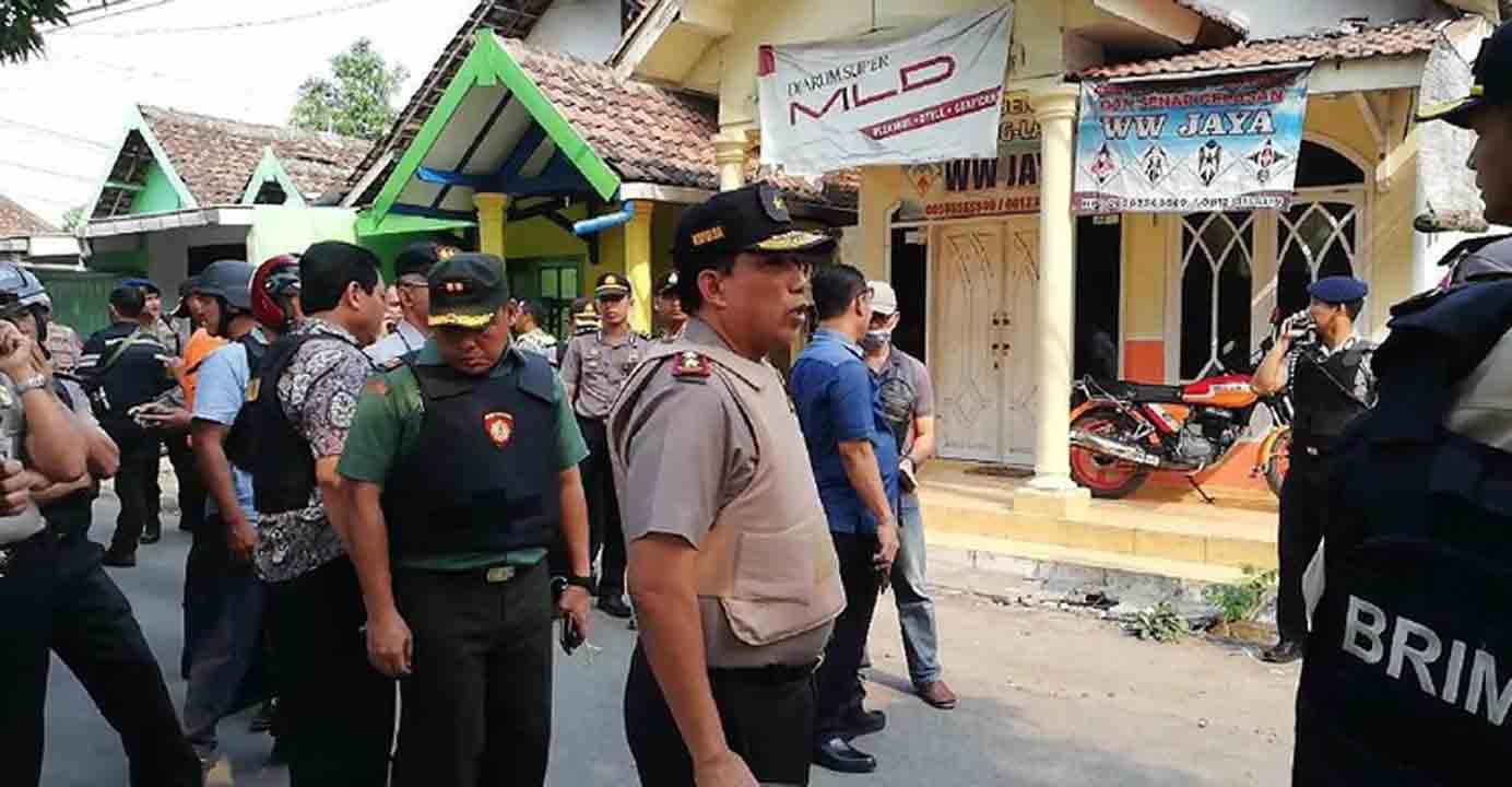 Sebelum Kabur Anwar Sempat Lempar Dua Bom ke Polisi