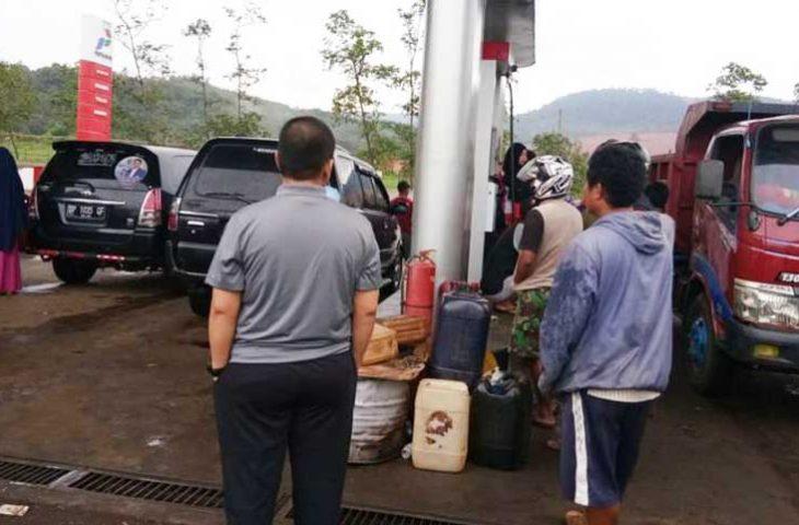 Petugas SPBU Utamakan Isi Jeriken Daripada Kendaraan, Wakil Bupati Berang