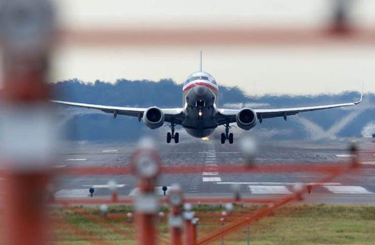 Bandara ini Ditutup Dua Jam Gegara Perempuan Nyaris Telanjang Berlari di Landasan Pacu