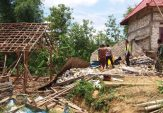 Puting Beliung Landa Sampang, Sejumlah Bangunan Roboh dan Pepohonan Tumbang