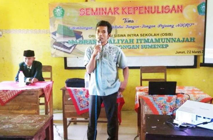 Galakkan Budaya Literasi, Koran Madura Berbagi Tips Menulis di MA Itmamunnajah