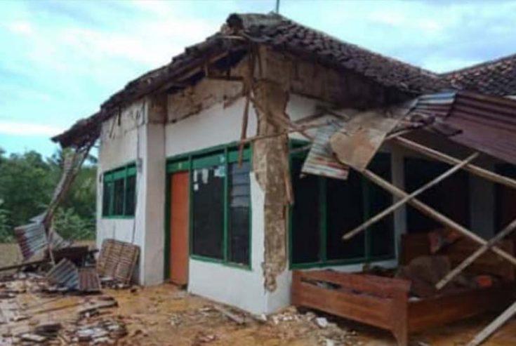 Dampak Hantaman Angin Kencang, Puluhan Rumah di Sumenep Rusak