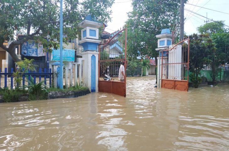 """Kali Kamoning """"Mengamuk"""", 3 Desa dan 4 Kelurahan di Sampang Terendam Banjir"""