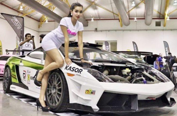 Nisha, Model Seksi yang Ingin Jadi Pembalap Mobil