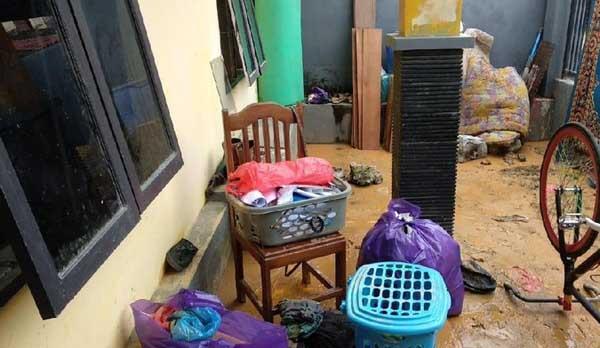 Banjir Surut, Warga Mulai Bersih-bersih