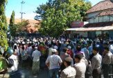 Ratusan Massa Demo Polres Pamekasan, Tuntut Hentikan Pemukulan di Jakarta