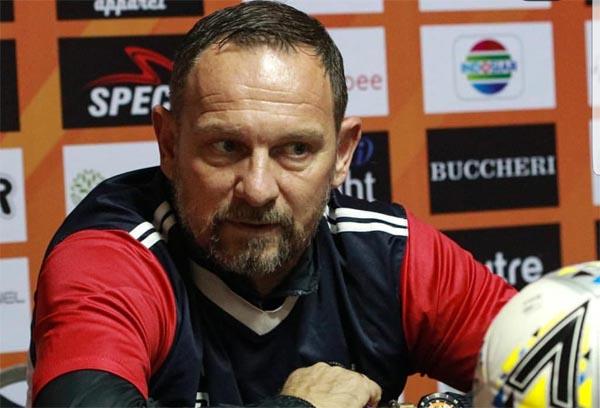 Dejan Antonic Ragukan Rakic dan Greg Merumput Kontra Bali United