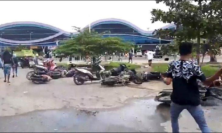 Massa Kembali Gelar Aksi Turun ke Jalan