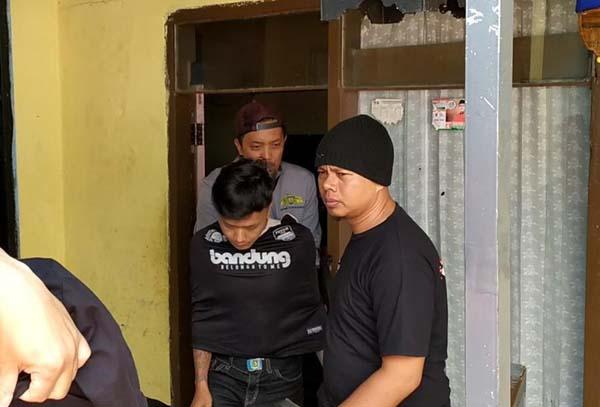Polisi Tembak Bandit Spesialis Burung Mewah