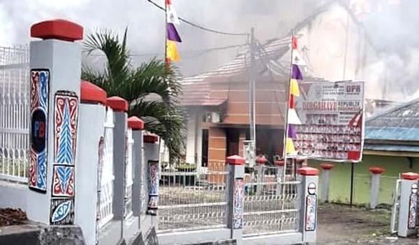 Gedung DPRD Papua Barat di Manokwari Dibakar