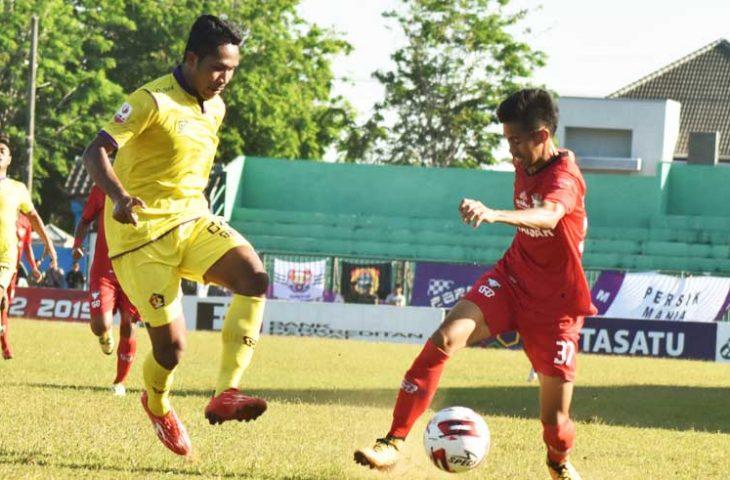 Diwarnai Tiga Kartu Merah, Madura FC Imbang Lawan Persik Kediri