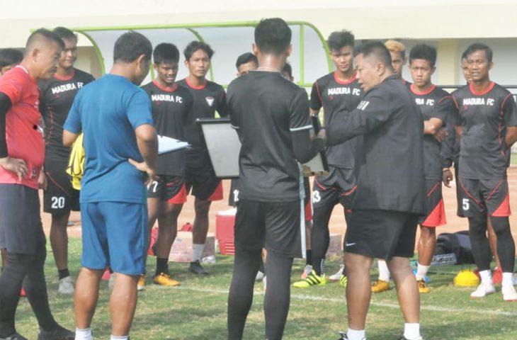 Debut Agus Yuwono sebagai Pelatih Baru Madura FC, Ini Titik Tekannya