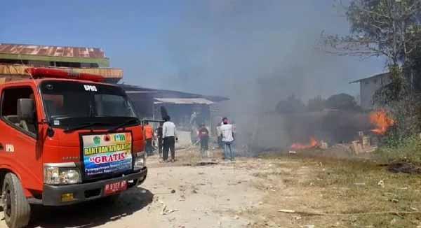 Gudang Penimbunan Barang Rusak di Pamekasan Terbakar, 3 Orang Pegawai Jadi Korban