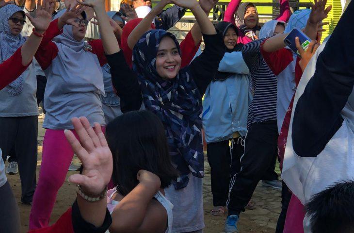 Tingkatkan Nilai Kebersamaan di Hari Kemerdekaan, Nia Kurnia Berbaur dengan Warga Perum Griya Sonia Batuan