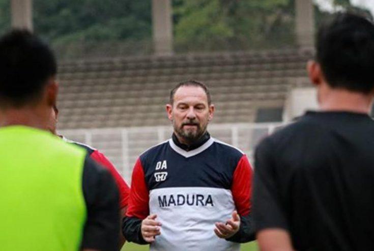 Dejan Antonic Resmi Mundur sebagai Pelatih Madura United
