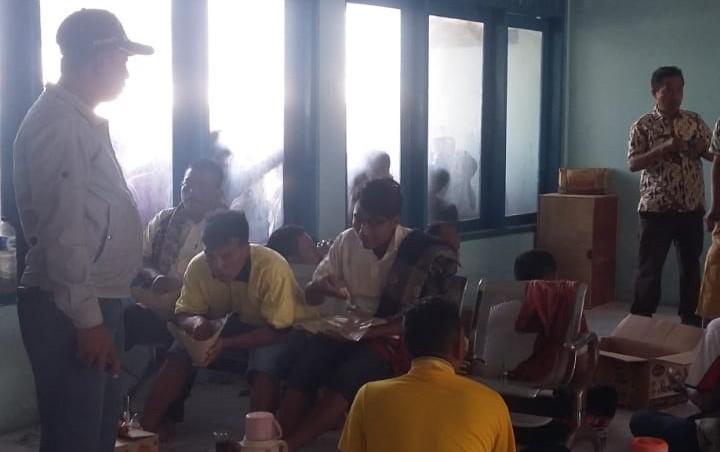 Evakuasi Korban Terbakarnya KM Santika Nusantara Dibantu Nelayan, Kapal Basarnas belum Tiba
