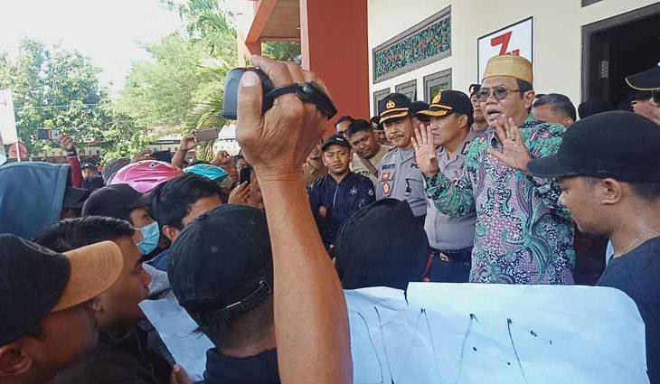 Temui Massa Aksi, Ketua DPRD Sementara Sebut Garam Sumenep Kualitas Ekspor