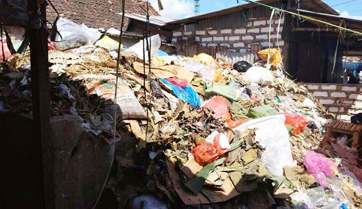 Sampah Pasar Blumbungan 'Dibiarkan' Menumpuk, Pedagang Mengeluh
