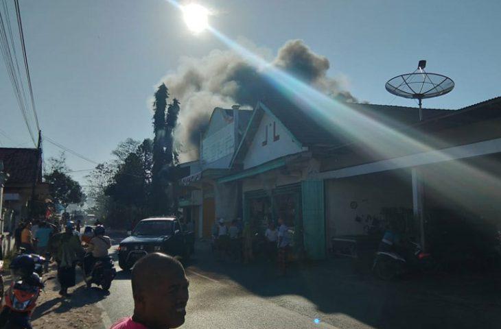 Toko Bangunan dan Peralatan Budi Santoso di Lenteng Kebakaran