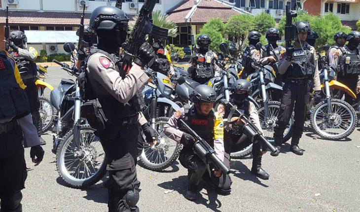 Demo Tembakau Jilid III: Polisi Nyaris Tembakkan Gas Air Mata saat Massa Terobos Pintu Gerbang Kantor Bupati Baddrut Tamam