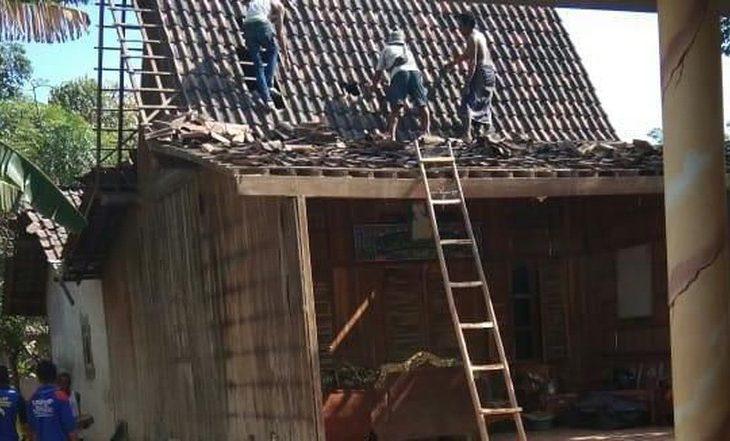 Puting Beliung Beraksi, Tiga Atap Rumah di Situbondo Rusak