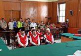 6 Terdakwa Pembakar Polsek Tambelangan Jalani Sidang Perdana di PN Surabaya
