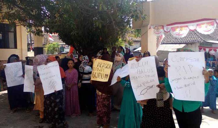 Dana Bantuan PIP di SDN Kesek 1 Bangkalan Telat Cair, Wali Siswa Unjuk Rasa