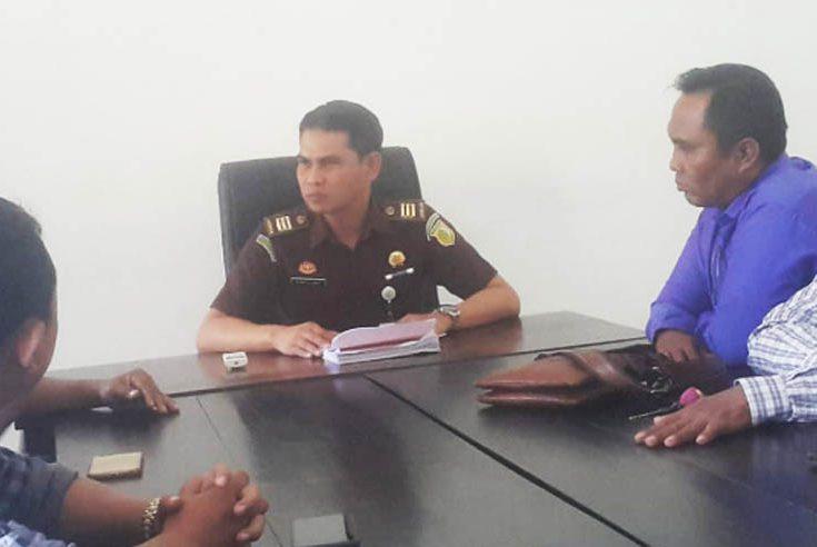 Warga Pulau Sapudi 'Ngeluruk' Kejari Sumenep, Pertanyakan Kasus Dugaan Raskin dan Penyimpangan DD