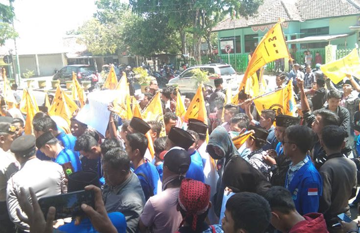 Demo Kantor DPRD Pamekasan, Ini Beberapa Tuntutan PMII Soal KPK