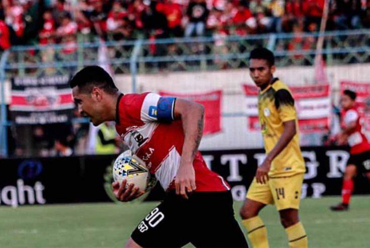 Madura United dan Barito Putra Saling Balas Gol Penalti dan Tandukan