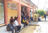 Urus Administrasi Kependudukan Lama, Warga Duga Dispendukcapil Bangkalan 'Main Mata'