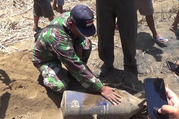 Warga Lumajang Dihebohkan dengan Jatuhnya Bom Pesawat Sukhoi Seberat 125 Kg