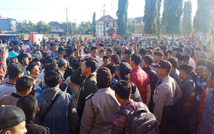 Kini, Giliran Kantor Pemkab Sumenep 'Dikepung' Warga Juruan Laok