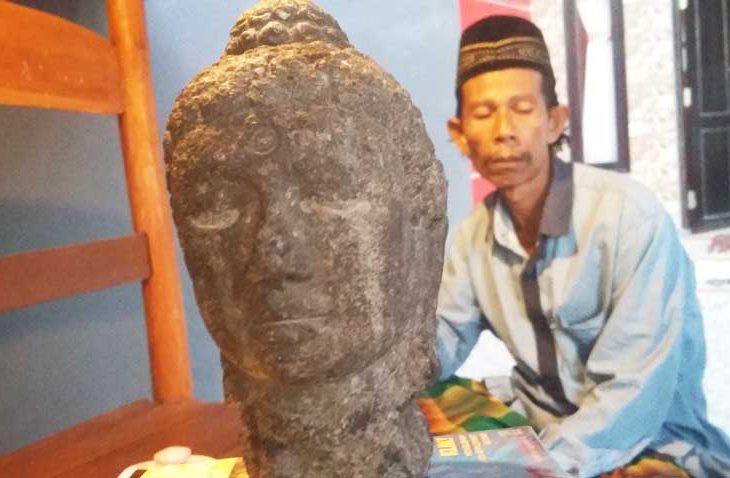Kepala Patung Mirip Arca Buddha Ditemukan Warga Pamekasan