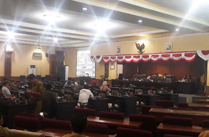 Rapat Paripurna Penetapan AKD Diwarnai Interupsi Pengajuan Hak Interpelasi Perbup Pilkades