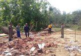 """Angin Puting Beliung """"Mengamuk"""" di Sampang, Belasan Rumah Rusak"""
