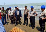 Mayat Perempuan Tanpa Identitas Tergolek di Pantai