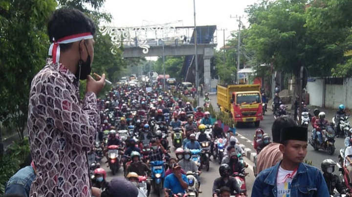 Warga Madura Protes Karena Penyekatan di Suramadu Timbulkan Kerumunan – Koran Madura